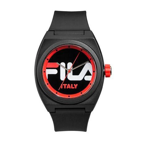 1911年にフィラ兄弟によりイタリア・ビエラで誕生。80から90年代にかけて、FILAを着用するスポーツ選手やアーティストが増えるとともに、 「ちょっとおしゃれ」なスポーツウェアとして認知され、現在ではテニス、ゴルフを中心としたウェアやシューズに加え、「FUN FEEL LIFE」として、FILAのスポーツライフスタイルを表現しています。38-180シリーズはシンプル&クリーンなデザインが人気のFILAロゴシリーズ。FILAの70年代の豊かなヘリテージからのインスピレーションとシンプルでクリーンなデザインを表現したモデルです。*保証書について保証書はお買い上げ明細書(納品書)と合わせて保管していただきますようお願いします。修理の際は、保証書とお買い上げ明細書(納品書)を合わせてご提出ください。[型番:38-180-004]