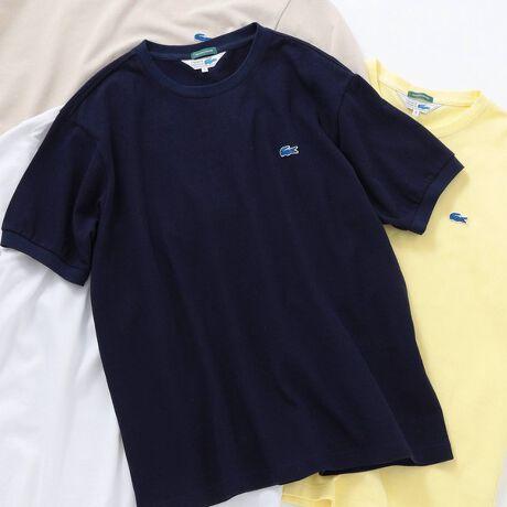 シップス エニィの【SHIPS any別注】LACOSTE: PIQUE クルーネック Tシャツ 21SS◇。20SSで大人気だったLACOSTEの半袖TEEに新色を追加し別注展開。【素材特性】鹿の子素材のコットンを使用した、肌離れの良い春夏にぴったりなアイテム。素材も生産も日本国内と安心の仕上がりとなっています。【デザイン】トレンド感のあるややゆったりめなシルエットに別注し、インナーとしてはもちろんは1枚でサマになる仕上がり。袖をリブ仕様にすることにより、ポロシャツライクな雰囲気と程よいリラックス感を演出。また、左胸のワニマークはSHIPSらしい、ブルーでの展開でここでしか手に入らないデザインとなっています!【コーディネート】シャツ合わせのインナーとしてはもちろん、単品でも様になるディテールとなっているので、春夏のコーディネートの主役になること間違いなしです!【LACOSTE / ラコステ】1933年にフランスで設立されたラコステ。デザイナーのルネ・ラコステは伝説的なテニスプレイヤーとして輝かしい実績を残すほどの実力派。以後テニスシャツを中心とした数々のアイテムを展開。特にブランドロゴのワニマークは世界各国で親しまれており、人気のあるブランドとして定着しております。LACOSTEサイズ表記SMALL=2MEDIUM=3LARGE=4X-LARGE=5XX-LARGE=6※SHIPSとメーカータグでそれぞれのサイズが表記されます。model: 身長175 B83 W66 H87 着用サイズ: X-LARGE※光の当たり具合で色味が異なって見える場合がございます。商品の色味は物撮りでの詳細画像をご参照下さい。※画像の商品はサンプルです。実際の商品と仕様、加工、サイズが若干異なる場合がございます。予めご了承下さい。[型番:712170030]
