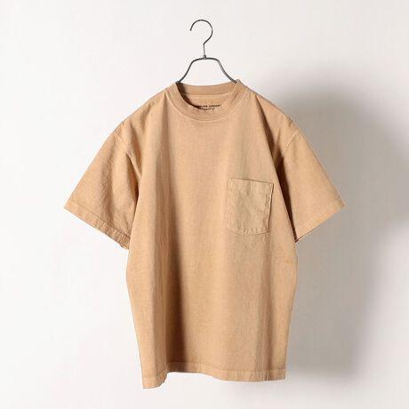 シップス エニィの【SHIPS any別注】LOS ANGELES APPAREL: 8.5oz ヘビーウェイト ポ。ここでしか手に入らない LOS ANGELES APPARELの別注Tシャツ【素材特性】SHIPS anyでは8.5OZのヘビーオンスボディを使用。しっかりとしたヘビーウェイトで透け感もなく、一枚着として活躍します!【デザイン】ポケット付きのオリジナルスペックにて別注。特に着丈は、意識的に日本人向けに短くしたことで着こなしやすさがグッとUP。さらに日本国内で後染めを施し、EXCLUSIVEカラーにてご用意しました!通常よりも低温で染色する特殊加工によって、程よくムラ感のあるナチュラルな印象の色に染まっています。首裏にはWネームのプリントも!着込むごとに風合いも増す、おすすめのアイテムです!【スタイリング】夏のメインアイテムとしてはもちろん、シャツなどのインナーとしても◎シンプルでコーディネートに入れ込みやすく、ゆったりとしたサイズ感なのでトレンドシルエットのアイテムとマッチします!【LOS ANGELES APPAREL/ロサンゼルス アパレル】元アメリカンアパレル(American Apparel)の創設者・CEOだったダブ・チャーニー(Dov Charney)が手がけるブランド。ロサンゼルスの自社工場で生産されるアイテムは、年齢・性別を超えて愛用できる商品を展開する。ライトグレー、ブラウン系、ケリー、コバルトブルーmodel: H171 着用サイズ: MEDIUMケリー、コバルトブルーmodel: H177 着用サイズ: LARGE※後染め加工をしているため、商品ごとで多少のサイズ感の違いがでてしまう可能性がございます。予めご了承ください。※タグ・バーコードのついたシールには、サイトのご案内と異なるカラー名が記載されていることもございます。ご了承ください。※光の当たり具合で色味が異なって見える場合がございます。商品の色味は物撮りでの詳[型番:712180002]