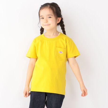 """シップス エニィのDANTON:ポケット Tシャツ。DANTONのポケットTシャツ。シンプルなデザインですが、ポケット部分のブランドを象徴するロゴワッペンが良いアクセントになったアイテム。しっかりとした生地感で透けもなくデイリー使いにおススメです。ユニセックスで着られるシンプルTシャツは何枚あっても◎【DANTON(ダントン)】1935年にガブリエル=ダントン氏が """"MANUFACTURE TEXTILE DU CENTRE""""という会社を姉から買い受け、その会社の製品のブランド名を「DANTON」とし、そのアイコンとしてひし形のロゴマークを商標登録したことからはじまる。フランスの国鉄S.N.C.Fにもユニフォームを納入していたりと由緒あるワークウェア・ブランド。S=105cmM=115cmL=125cmXL=135cm※弊社タグサイズはオリジナル商品のサイズ表記となっており、正しいサイズ表記ではございません。メーカータグのサイズをご確認ください。[型番:732370005]"""
