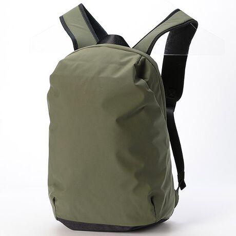 ビサルノ(バッグ)(VISARUNO)の【ラクチン快適バッグ】撥水カジュアルリュック。ビサルノ(バッグ)(VISARUNO)のラクチン快適バッグ。撥水カジュアルリュック【ポイント】ビサルノのリュック。本体素材に日本製の高機能素材を使用。優れた撥水性、透湿性、防風性と軽量性が魅力な素材です。【機能・収納】■カラー展開も豊富で男女使いやすいデザイン。■軽量なので疲れにくい。■内ポケットがあるので小物も探しやすい。■A4サイズも入り、整理もラクチン。■13インチが入るPCポケットも完備。■背中にポケットもあり、財布やパスポートなどの貴重品を入れても安心。[型番:VB20SW039]