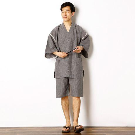 びさるの(浴衣)(Visaruno)の甚平(先染め 無地調)。シンプルで着やすい印象の細かいストライプの甚平。贈り物にも喜ばれる定番のデザインです。[型番:VY72TTJ03]