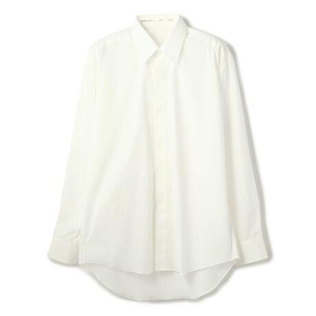 ガーデンのUNNAMED GARDEN/アンネームドガーデン/un named shirt/アンネームドシャ。UNNAMED GARDEN/アンネームドガーデン/un named shirt/アンネームドシャツ限りなく無駄を省いたデザインでありながらも着ると作り手の思いや狙いが伝わるシャツ。比翼仕立て、バックヨークの高さがデザインの特徴です。UNNAMED GARDEN/アンネームドガーデンGARDEN staffの声をそのまま専業工場に届け工場からパッケージされ直送される。会話に花が咲く庭であるショップに集まる者たちが着こなす為にあり、デザイン性よりも、スタイル性を高めるアイテム達。コレクションではなく、クローゼットからデイリーに飛びだす、ブランドではなくウェアラブルな服たち。[型番:445020126-85]