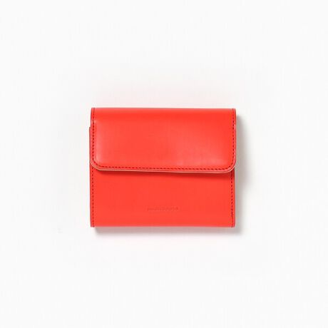 ガーデンのHender Scheme/エンダースキーマ/bellows wallet/財布。Hender Scheme/エンダースキーマ/bellows wallet/財布Hender Scheme(エンダースキーマ)からの新型ウォレットが入荷。bellows(じゃばら)の名前の通りじゃばら構造のボディにお札入れが一体となった2つ折りのウォレット。スナップボタンで開くと豊富なカード入れも備わり、コンパクトながら収納力も抜群。ベジタブルタンニン鞣しのカーフを染料で仕上げた明るい発色とツヤが魅力で、男女問わず使っていただけ、ギフトにもオススメです。※革本来の風合いを生かしているため色味や風合いが一点ごとに異なり、多少の色ムラ、汚れ、キズ等ある場合がございます。予めご了承ください。Hender Scheme/エンダースキーマ身体的、生物学的に性差を示すセックスに対して、ジェンダーとは、社会的、文化的な性差を意味する。HenderScheme(エンダースキーマ)ではセックスによる性差を尊重しながらも、身なりにおいてジェンダーを介することなく、人間の経験や環境によって構造化されたジェンダースキーマを超越した概念を提唱するブランドです。[型番:918999107-85]