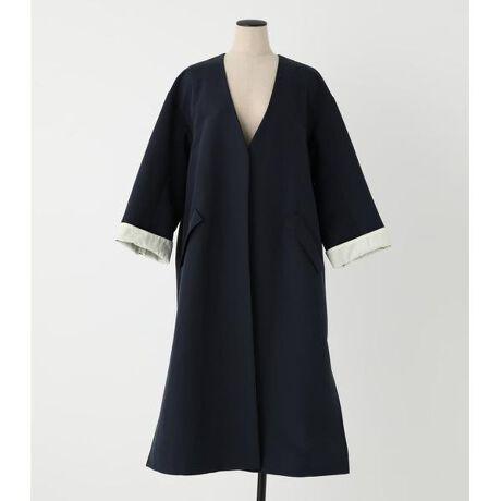 [型番:070DS030-0080]gown coat〈ガウンコート〉きれいな雰囲気で着こなしできる万能コート。オケージョンにも◎様々なシーンで着用できます。デニム合わせでカジュアルに着たり布帛ボトムなどのキレイめアイテムでも大人な着こなしができます。袖口の折り返しもこだわりのポイント◎